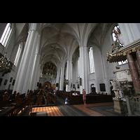 Berlin (Mitte), St. Marienkirche, Blick aus dem Chor zur Kanzel und Orgel