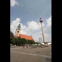 Berlin (Mitte), St. Marienkirche, Alexanderplatz mit Marienkirche und Fernsehturm