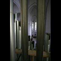 Berlin (Schöneberg), St. Matthias, Blick durch die Prospektpfeifen des Hauptwerks ins rechte Seitenschiff
