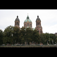 München, St. Lukas, Blick von der Isarbrücke nach St. Lukas
