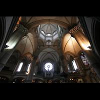 München, St. Lukas, Innenraum  mit Chor und Kuppel