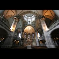 München, St. Lukas, Innenraum / Hauptschiff in Richtung Chor