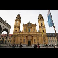 München (Munich), Theatinerkirche St. Katejan, Doppelturmfassade