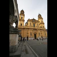 München (Munich), Theatinerkirche St. Katejan, Odeonsplatz und Theatinerkirche
