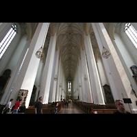 München, Liebfrauendom (Hauptorgelanlage), Innenraum / Hauptschiff in Richtung Chor