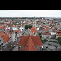 München, Alt St. Peter (Hauptorgel), Blick vom Turm auf das Kirchendach