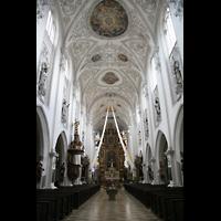 Landsberg, Stadtpfarrkirche Mariä-Himmelfahrt, Innenraum / Hauptschiff in Richtung Chor
