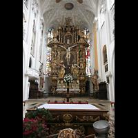 Landsberg, Stadtpfarrkirche Mariä-Himmelfahrt, Altar und Hochaltar
