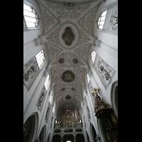 Landsberg, Stadtpfarrkirche Mariä-Himmelfahrt, Hauptschiffgewölbe und Orgel