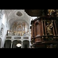 Landsberg, Stadtpfarrkirche Mariä-Himmelfahrt, Kanzel und Orgel