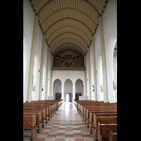 Salzburg, St. Andrä, Blick durchs Innenraum / Hauptschiff in Richtung Orgel