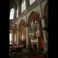 Linz, Maria-Empfängnis-Dom (Hauptorgel), Blick in den Chor mit Chororgel