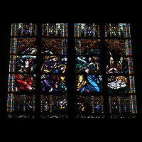 Linz, Maria-Empfängnis-Dom (Hauptorgel), Buntes Fenster mit Glasmalerei