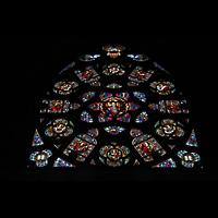 Linz, Maria-Empfängnis-Dom (Hauptorgel), Von der Orgel verdecktes Fenster an der Dom-Rückwand