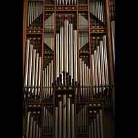 Linz, Maria-Empfängnis-Dom (Hauptorgel), Große Orgel - Symmetrische Prinzipalpfeifen im Prospekt