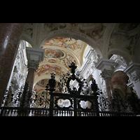 St. Florian (bei Linz), Stiftskirche, Gitter im Eingangsbereich