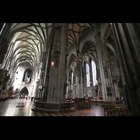 Wien (Vienna), Stephansdom (Orgelanlage), Blick ins Querhaus nach hinten