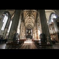 Wien (Vienna), Stephansdom (Orgelanlage), Innenraum / Hauptschiff in Richtung Chor