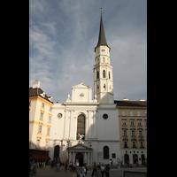 Wien, Michaelerkirche (ehem. Hofpfarrkirche St. Michael), Fassade mit Turm