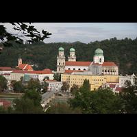 Passau, Dom St. Stephan, Blick vom Hügel der Marahilf-Kirche auf den Dom