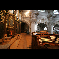 Passau, Dom St. Stephan, Orgelempore mit Zentralspieltisch