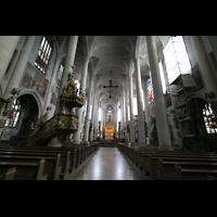 Straubing, Basilika St. Jakob, Innenraum / Hauptschiff in Richtung Chor