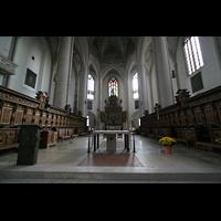 Ingolstadt, Liebfrauenmünster (Truhenorgel), Altar- und Chorraum
