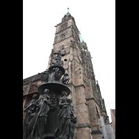 Nürnberg (Nuremberg), St. Lorenz (Positiv), Kirche mit Tugendbrunnen