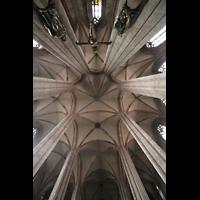 Nürnberg, St. Sebald, Kreuzigungsgruppe und Ostchorgewölbe