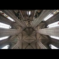 Nürnberg, St. Sebald, Ostchorgewölbe mit Kreuzigungsgruppe