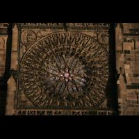 Nürnberg (Nuremberg), St. Lorenz (Positiv), Fenster-Rosette bei Nacht
