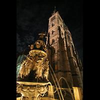 Nürnberg (Nuremberg), St. Lorenz (Positiv), Tugendbrunnen bei Nacht