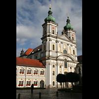 Waldsassen, Stiftsbasilika, Außenansicht mit Basilikaplatz