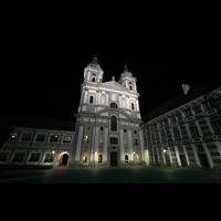 Waldsassen, Stiftsbasilika, Basilikaplatz bei Nacht