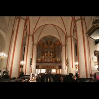 Hamburg, St. Jacobi (Hauptorgel), Innenraum / Hauptschiff in Richtung Orgel