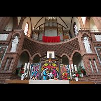 Berlin (Tiergarten), Heilig-Geist-Kirche Moabit, Altar mit Orgel