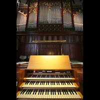 Berlin (Tiergarten), Heilig-Geist-Kirche Moabit, Spieltisch und Orgel