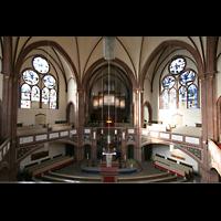 Berlin (Tiergarten), Heilig-Geist-Kirche Moabit, Innenraum / Hauptschiff in Richtung Orgel