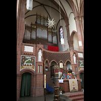 Berlin (Tiergarten), Heilig-Geist-Kirche Moabit, Orgel und Altar
