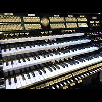 Budapest, Zeneakadémia (Franz-Liszt-Akademie), Spieltisch Manuale mit Registerwippen