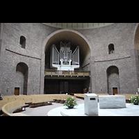 Karlsruhe, St. Stephanus, Innenraum in Richtung Orgel