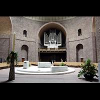 Karlsruhe, St. Stephanus, Gesamtansicht Innenraum mit Orgel