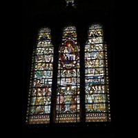 Lyon, Notre-Dame de Fourvière, Bunte Glasfenster