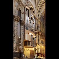 Montserrat, Basílica, Orgel von der Seite (5 MPix)