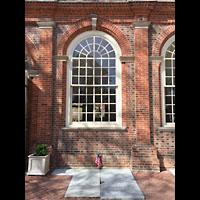 Philadelphia (PA), Christ Church, Gedenktafeln auf dem Boden neben der Kirche