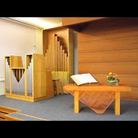 Berlin - Zehlendorf, Adventgemeinde im Krankenhaus Waldfriede (Adventisten), Ogel und Altar