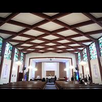 Berlin - Zehlendorf, Amerikanische Kirche, Innenraum in Richtung Altar