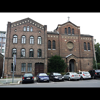 Berlin - Mitte, Annenkirche (SELK) - Kleine Orgel im Gemeindesaal, Außenansicht der Kirche
