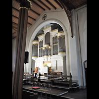 Berlin - Mitte, Annenkirche (SELK) - Kleine Orgel im Gemeindesaal, Innenraum in Richtung Orgel