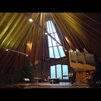 Berlin (Neukölln), Bruder-Klaus-Kirche Britz, Innenraum in Richtung Orgel